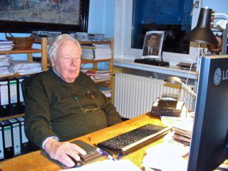 """""""Kinder, nun fangt doch mal an!"""" - Noch mit über 80 kämpft Peter Müller unermüdlich für die Einhaltung der Menschenrechte."""