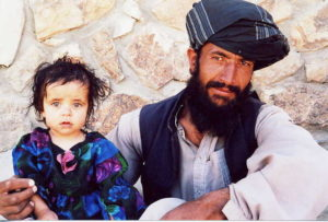 Vater und Tochter im Krankenhaus von Chak (Foto: Chak Hospital)