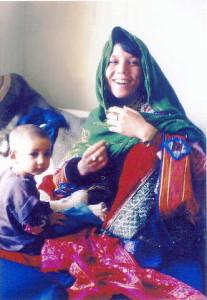 Mutter und Kind im Krankenhaus von Chak (Foto: Chak Hospital)